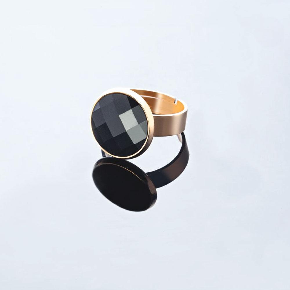 טבעת עם אבן שחורה עגולה