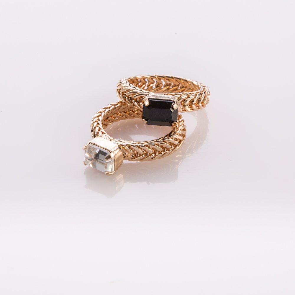 טבעת צמה עם אבן שחורה או שקופה