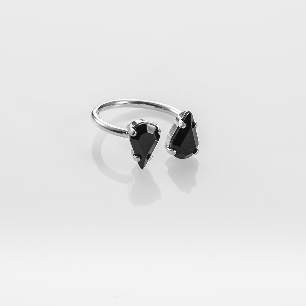 טבעת פתוחה בשיבוץ שתי אבני טיפה שחורות