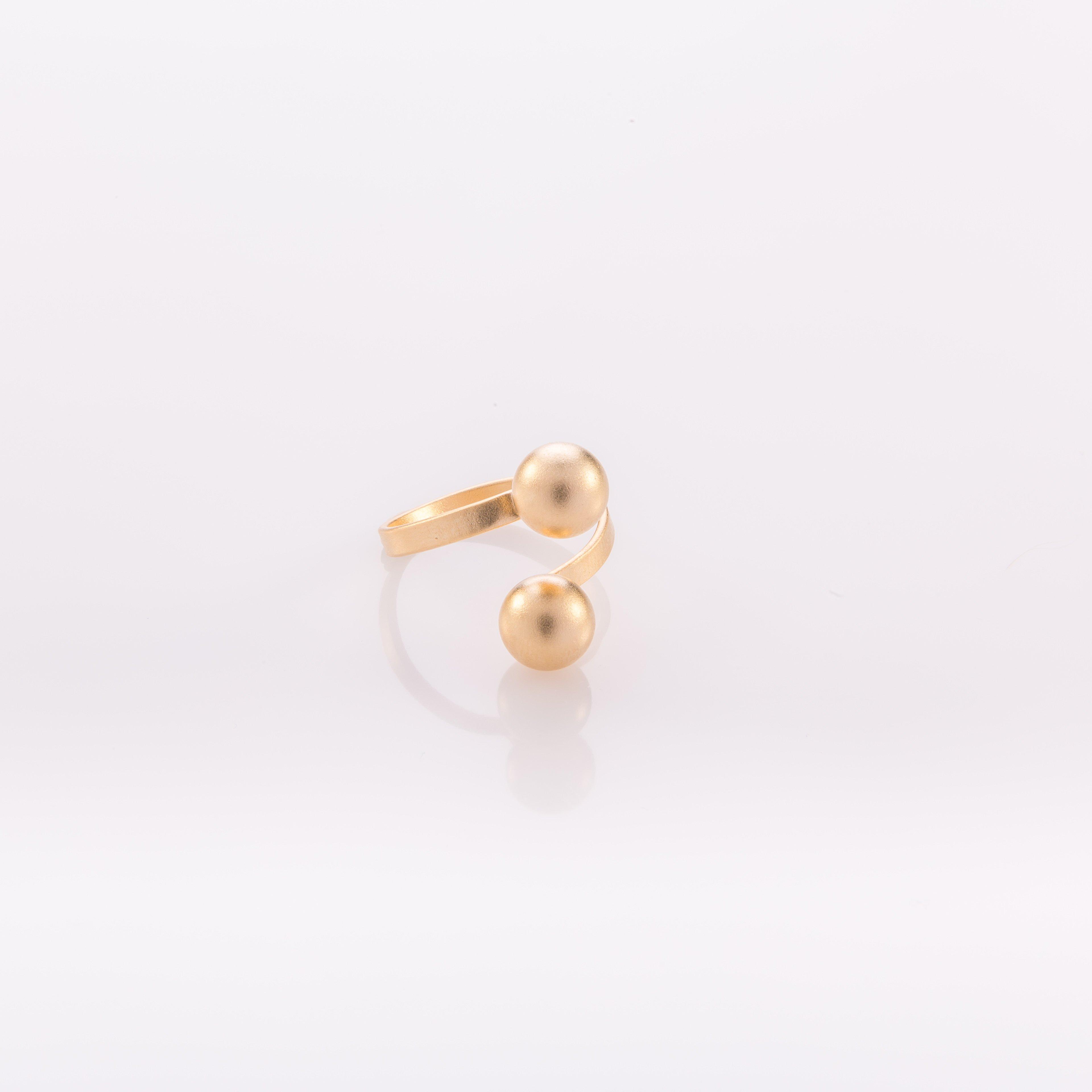טבעת פתוחה עם שני כדורים