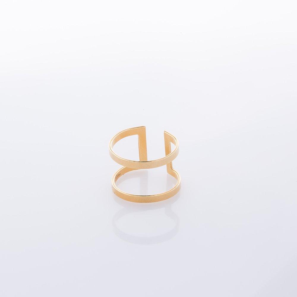 תמונת מוצר, טבעת בצבע זהב, הבנויה ממלבן שטוח וחלול מכופף.