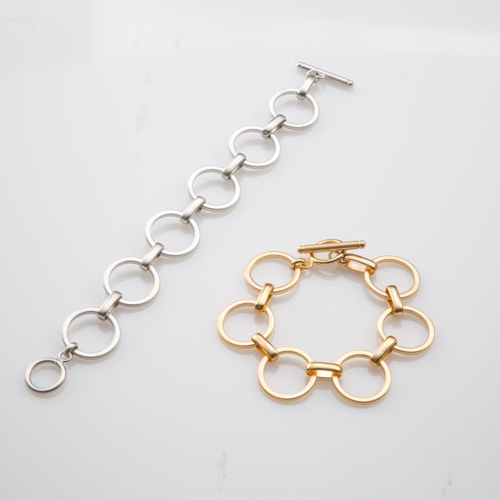 תמונת מוצר, צמיד חוליות עגולות וסוכ=גר טי. בתמונה מופיע בצבע כסף ובצבע זהב.