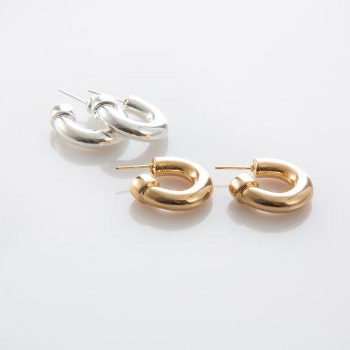 תמונת מוצר, עגילי חישוק עבים. בתמונה מוצגים בצבע זהב ובצבע כסף.