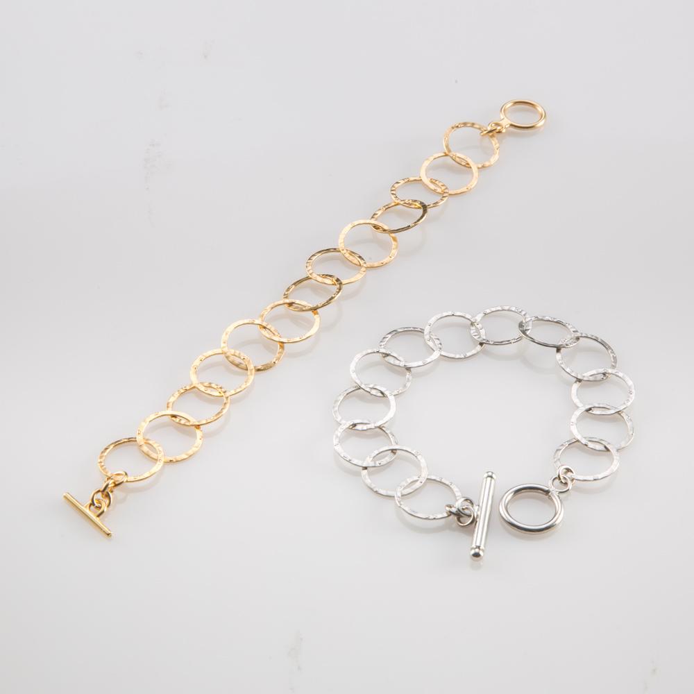 תמונת מוצר, צמיד חוליות עגולות בינוניות דקיק ועדין, בתמונה מופיע בצבע כסף ובצבע זהב.