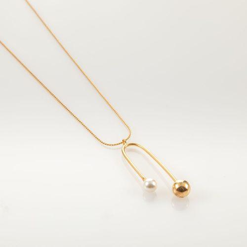 תמונת מוצר, שרשרת ארוכה עדינה עם תליון עדין משלב בין זהב ושיבוץ פנינה