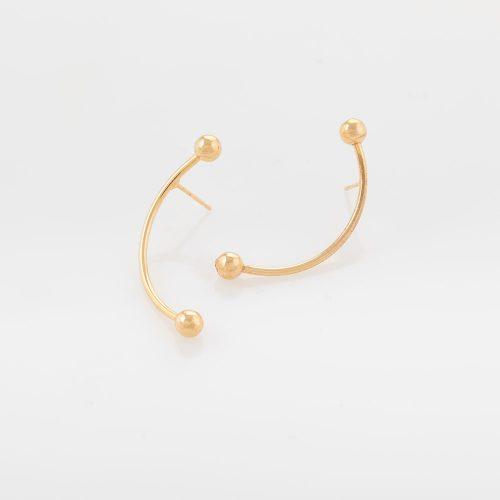 תמונת מוצר עגילים צמודים ארוכים ומעוגלים, מוט בשילוב שתי חרוזים בקצוות