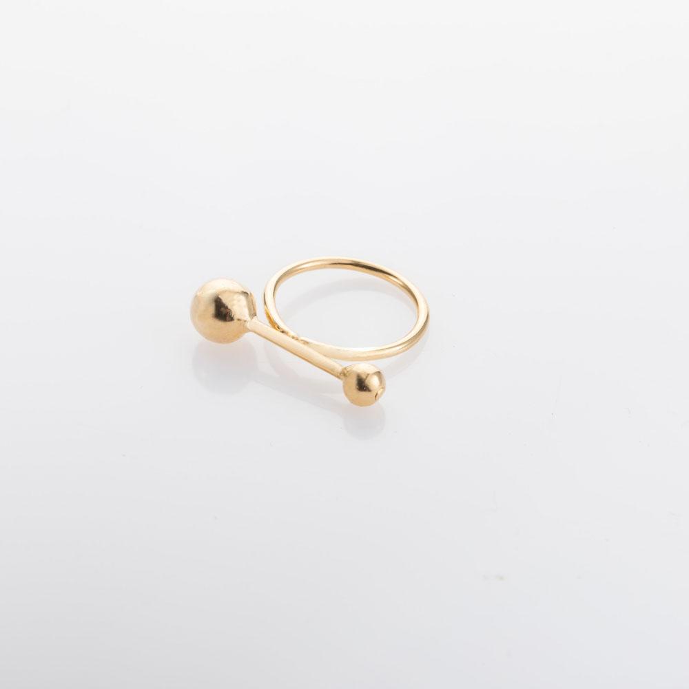 טבעת עם כדורים בשני גדלים