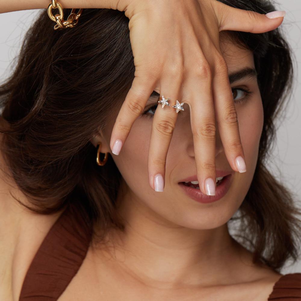 טבעת זהב או כסף עם אבני כוכב שקופות גדולות