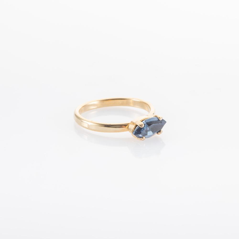 טבעת דקה עם אבן כחולה