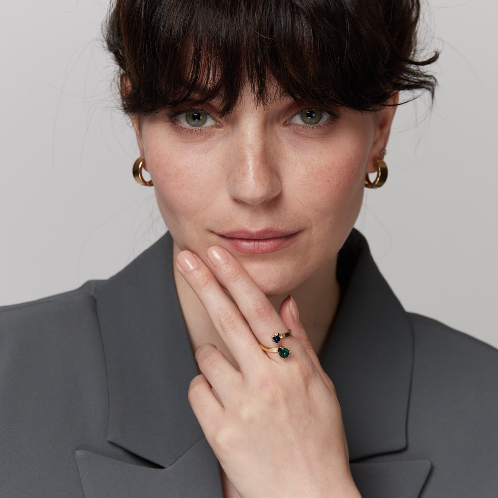 טבעת פתוחה מתכווננת כסף או זהב עם אבני סברובסקי בצורת טיפה ירוק וכחול
