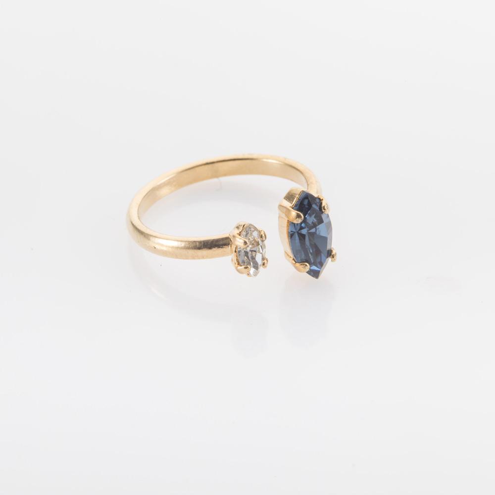 טבעת פתוחה עדינה זהב או כסף עם אבן כחולה ושקופה