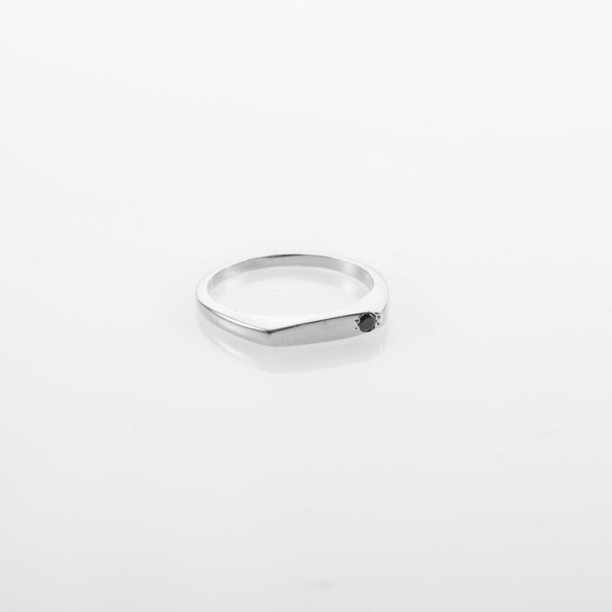טבעת חותם עדינה משובצת